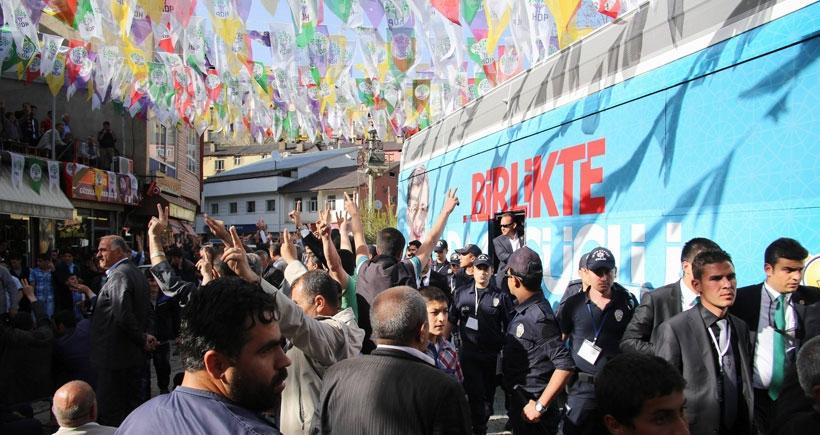 Başbakan Davutoğlu'ya Bitlis'te de protesto