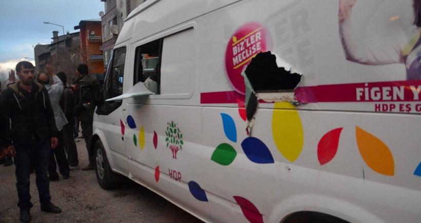 Erzurum'da HDP seçim aracına saldırı