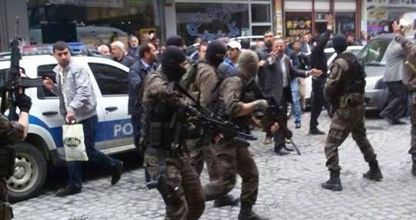 Polis panzeri bir kişiyi ezdi
