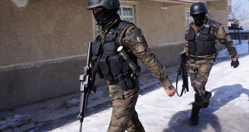 'Hakkari'de askerle polis çatıştı, 8 personel öldü' iddiası