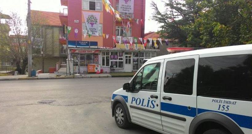 Isparta'da polisin nöbet tuttuğu HDP seçim bürosuna saldırı