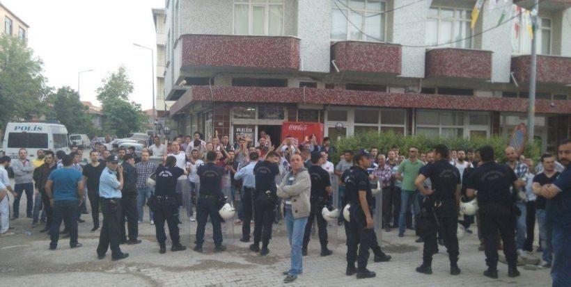 Saray'da HDP'nin seçim bürosuna ikinci saldırı