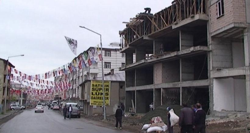 Kars'ta 6. kattan düşen işçi hayatını kaybetti