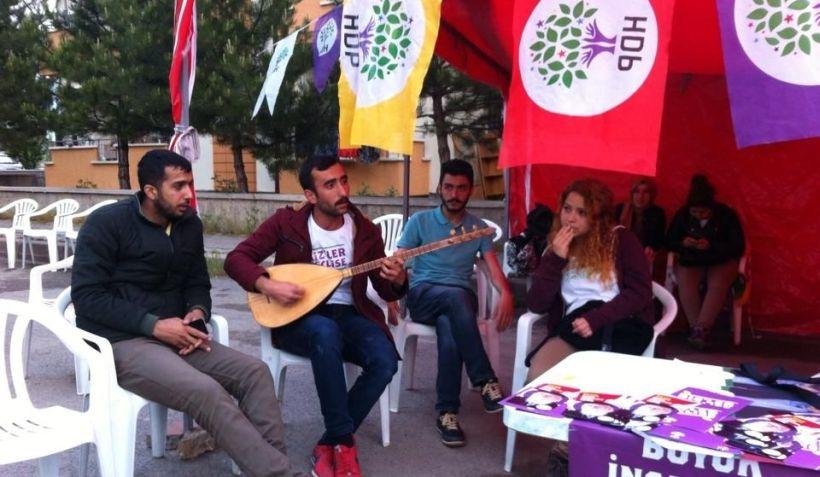 Sivas'ta HDP adayları seçim çadırı açtı