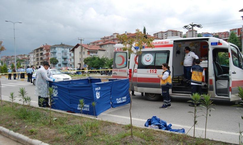 Minibüsün çarptığı bisikletli temizlik işçisi yaşamını yitirdi