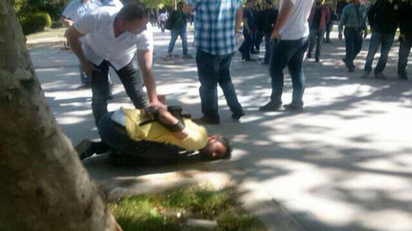 Polis, Gezi'de gazeteciye saldırdı