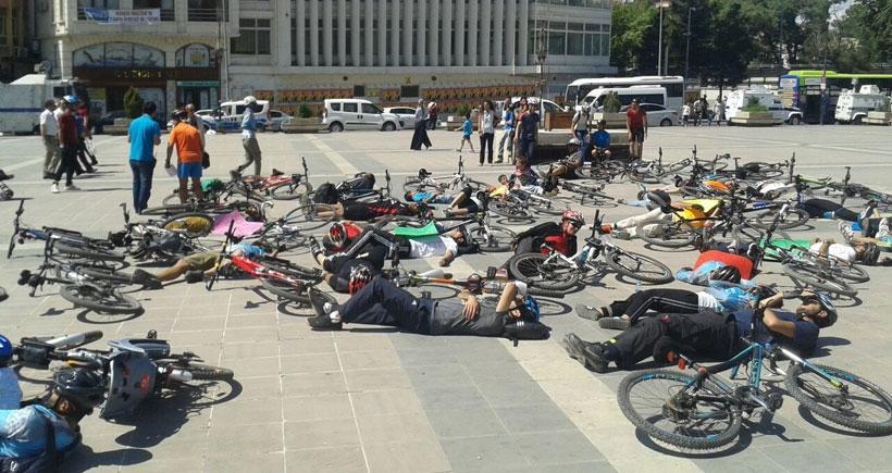 Bisikletliler Diyarbakır'da da yol hakkı istedi