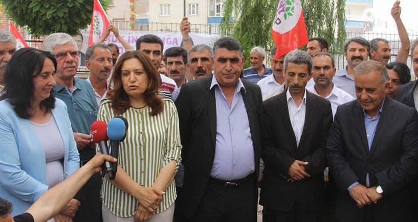 AKP'li belediye ile 300 seçmenli köy HDP ve BDP'ye katıldı