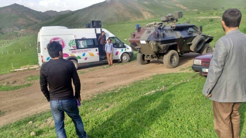 Erzurum'da halk askeri operasyonu engelledi