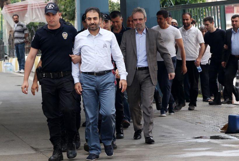 Mersin'deki 'yasa dışı dinleme' operasyonunda 27 kişi adliyeye sevk edildi