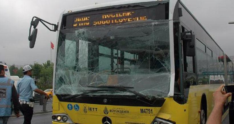 İki metrobüs çarpıştı: 3'ü ağır 16 yaralı