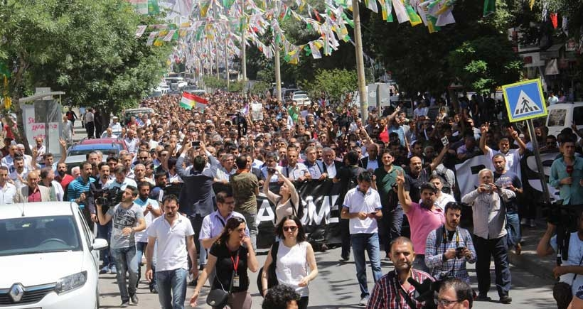 Diyarbakırlılar 'Her şeye rağmen barış' için yürüdü