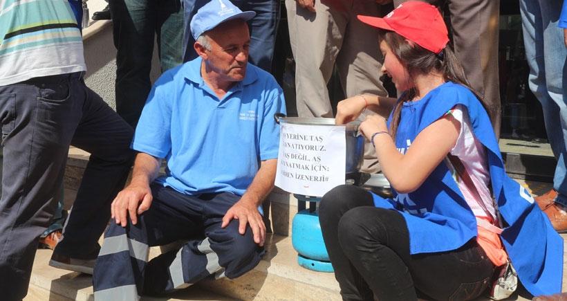 Grev kararını asan İZENERJİ işçileri taleplerinde kararlı
