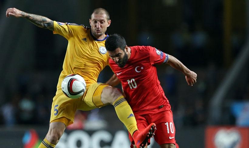 Kazakistan'ı Arda Turan'ın tek golüyle geçen Türkiye umudunu sürdürdü