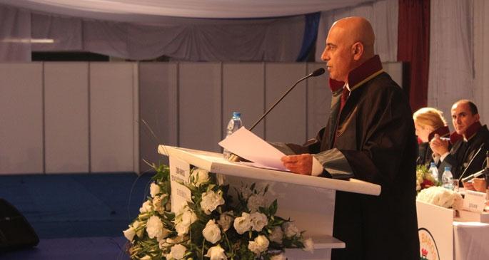 İzmir Barosu Genel Kurulu hareketli başladı