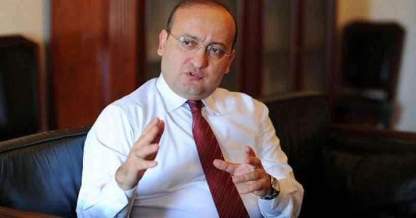 Akdoğan, hükümetten adım atılmasının beklenmesini ironik buldu!