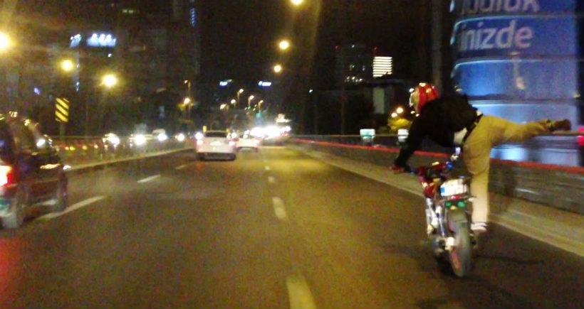 Motosikletli sürücünün D-100'de ölümle dansı