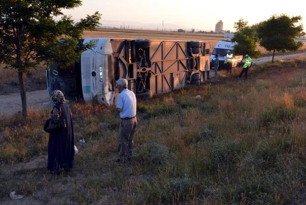 Niğde'de yolcu otobüsü devrildi: 25 yaralı