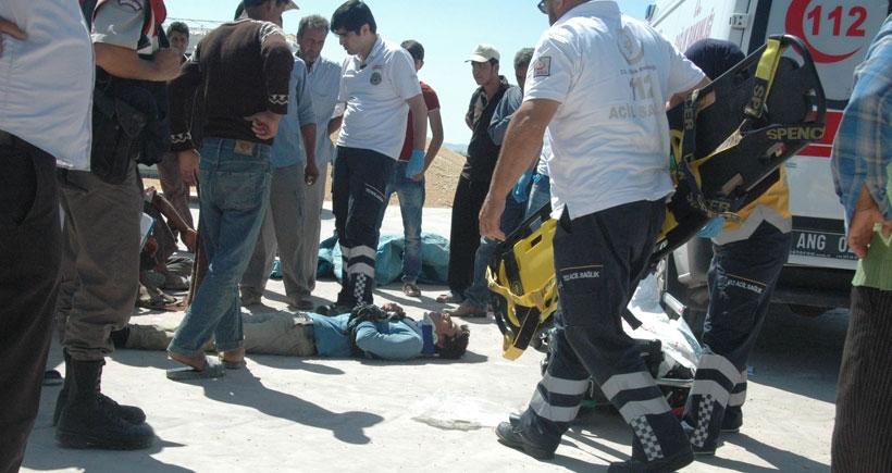 Suriye tarım işçilerini taşıyan minibüs devrildi: 18 işçi yaralandı