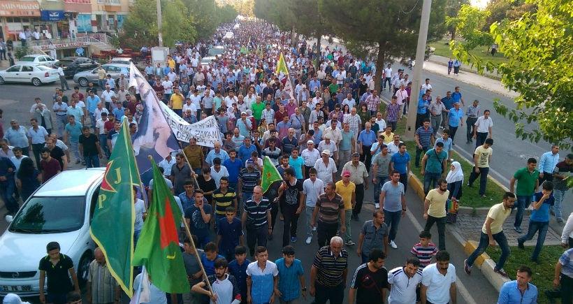 Diyarbakırlılar Suruç için yürüyüşe geçti