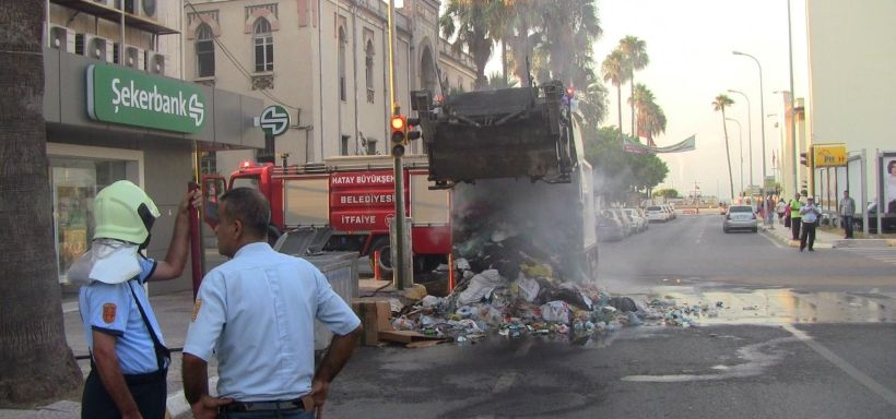 AKP ilçe binası önündeki çöp konteynerinde patlama