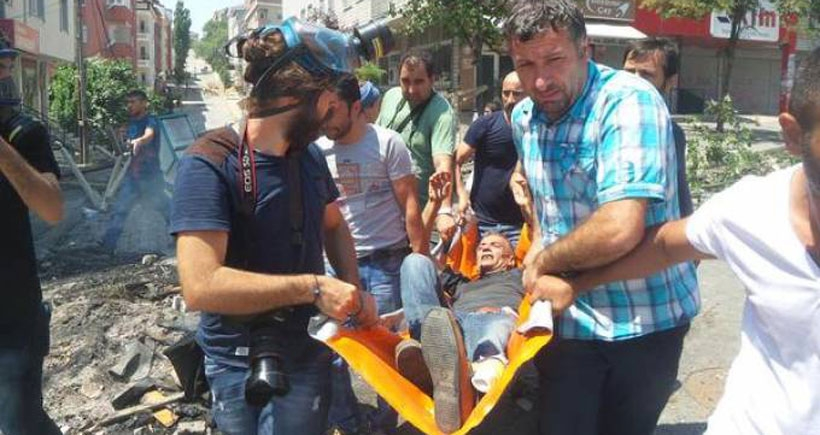 Gazi'de polis biber gazı fişeğiyle gazeteciyi ayağından vurdu