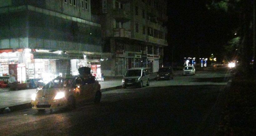 Tatvan'da polis lojmanlarına roketatarlı saldırı
