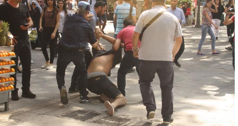 Polis şimdi de Kızılay'da pankart indirdi, itiraz eden gözaltına alındı