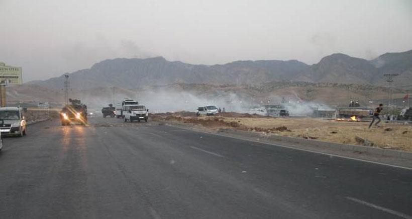 Jandarma sınırda cenazelerini almak isteyen halka saldırdı