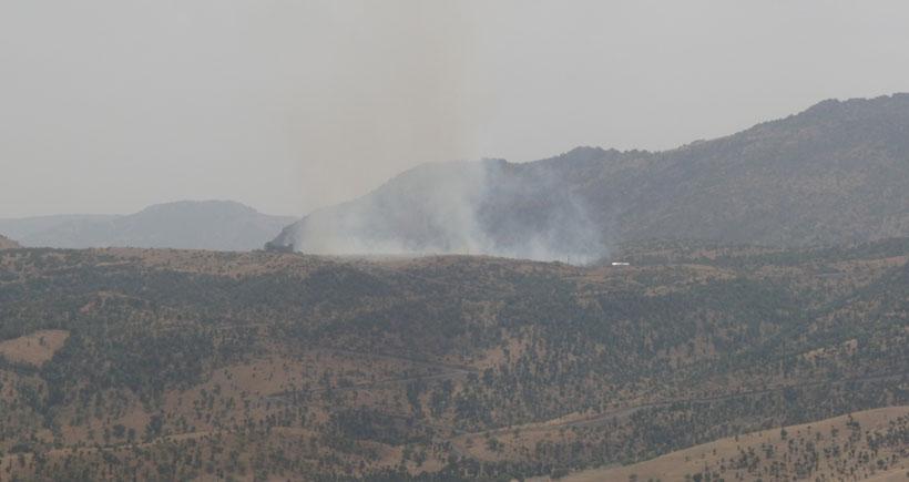Top atışlarının yapıldığı bölgede yangın çıktı