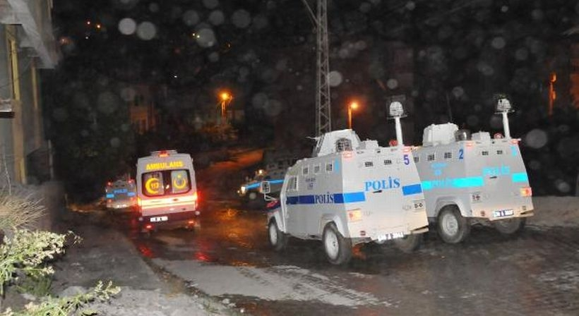 Hakkari'de TOMA ve polis lojmanlarına saldırı