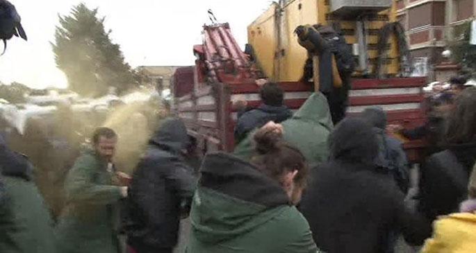 Validebağ'da polis gaz ve plastik mermi ile saldırdı