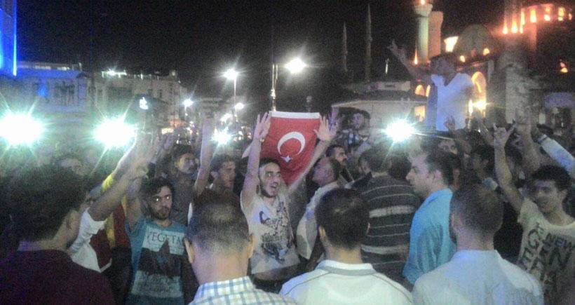Birçok ilde HDP binaları saldırıya uğradı