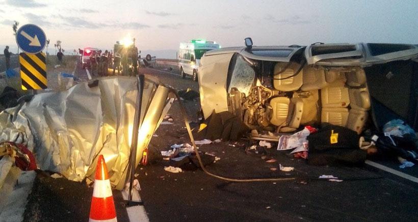 Niğde'de katliam gibi kaza: 13 kişi hayatını kaybetti