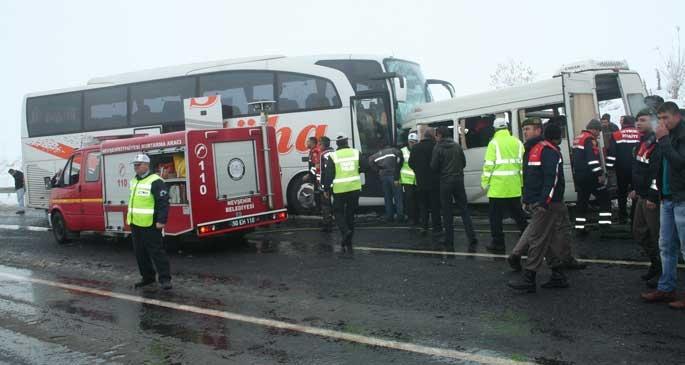 Nevşehir'de servis aracıyla otobüs çarpıştı: 2 ölü, 11 yaralı
