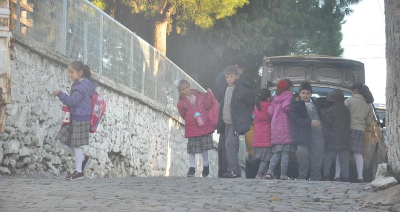 Hem öğretmene, hem de öğrencilere sürgün: Ezine'de taksimetreli eğitim(!)