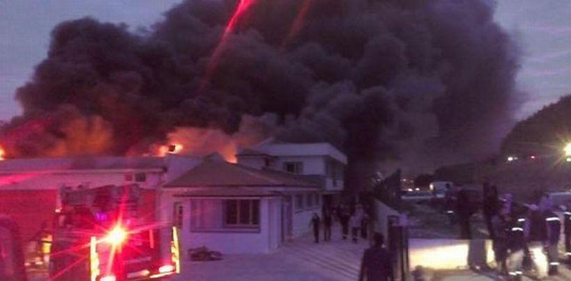 Sakarya'da plastik fabrikası yandı