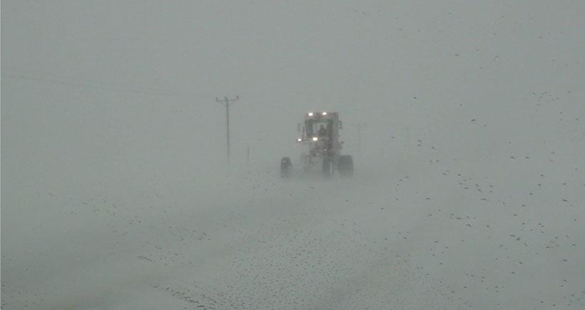 Bitlis'te yoğun kar yağışı hayatı olumsuz etkiliyor
