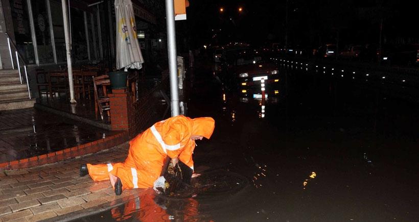 Sağanak yağış Çanakkale'de etkili oldu