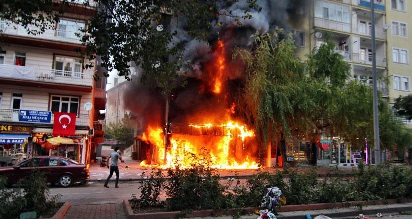 Kırşehir'de yakılan işyerlerinden yangında zayi olan malların KDV borcu istendi