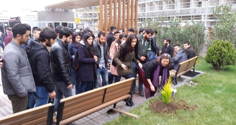 YYÜ'de imzacı akademisyen Camcı, işten atıldı
