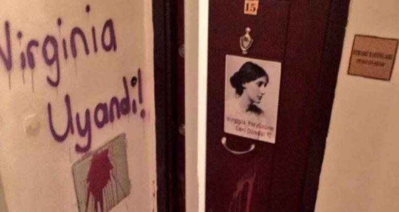 Yeryüzü Kadınları Virginia Woolf'u cinsiyetçi dille anlatan İthaki'yi protesto etti