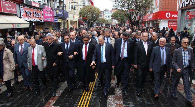 CHP, 13 milletvekiliyle saldırıya uğrayan Düzce İl Başkanı Tozan'a destek verdi