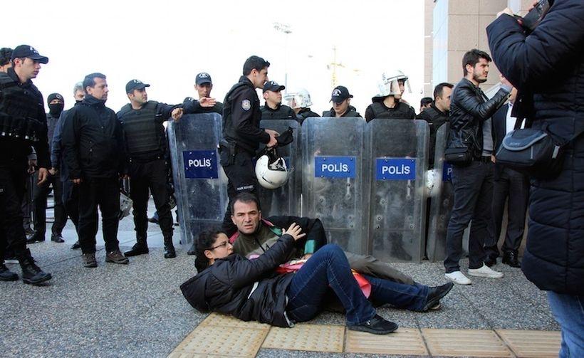 İzmir Barosu avukatlara yönelik polis şiddetini kınadı