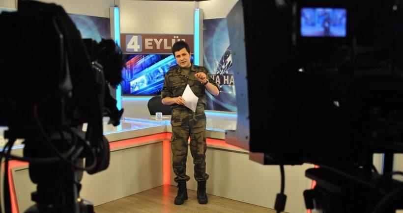 Ana haber bültenini özel harekat üniformasıyla sundu
