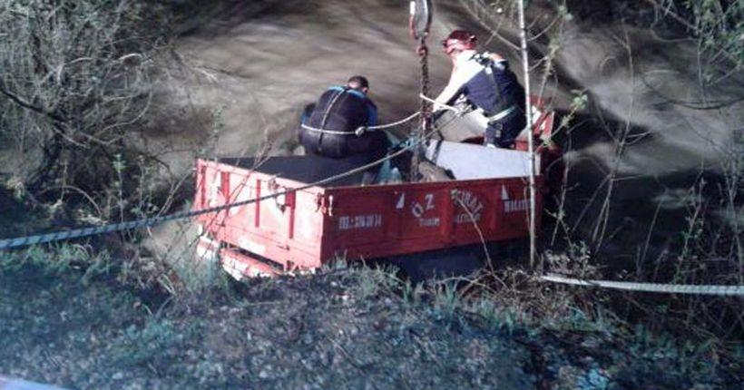 Traktörle dereye uçan yaşlı çift yaşamını yitirdi