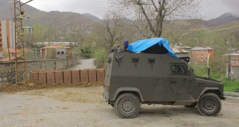 Acilen kamulaştırılan mahalle yoluna polis barikatı