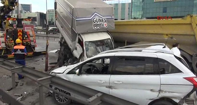 13 aracın karıştığı zinicirleme kaza sonrası TEM'in Edirne yönü kapandı
