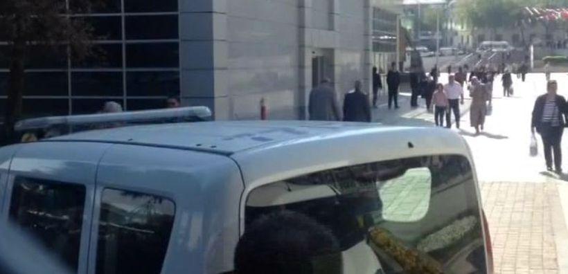 Gaziosmanpaşa Belediyesi binasında rastgele ateş açan şahıs gözaltına alındı