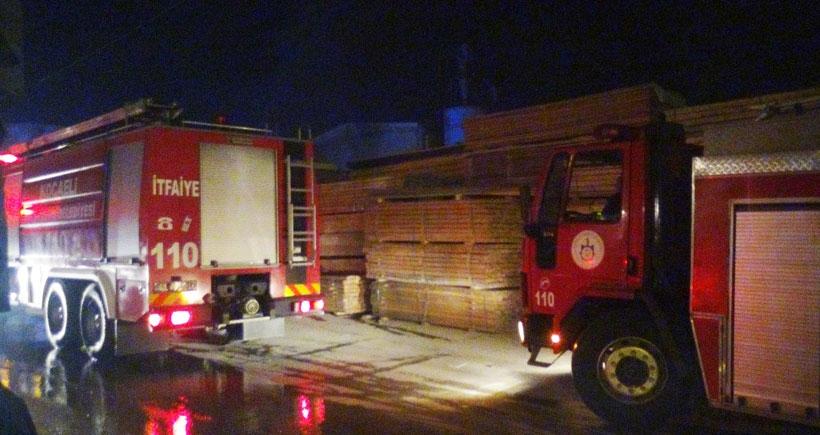 Gebze'de kereste deposu yandı
